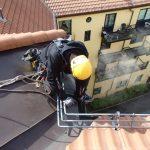 Tilkomstteknikker fra High Access Solutions renser takrenne